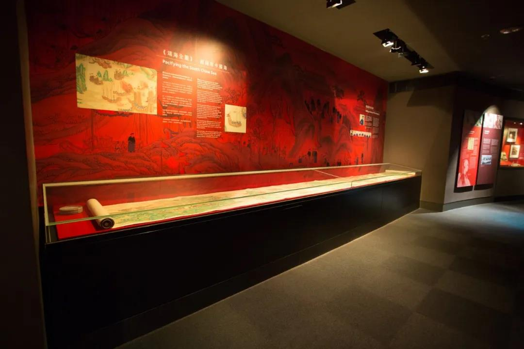 Prolonged table case to display long Scrolls, 18m in length.